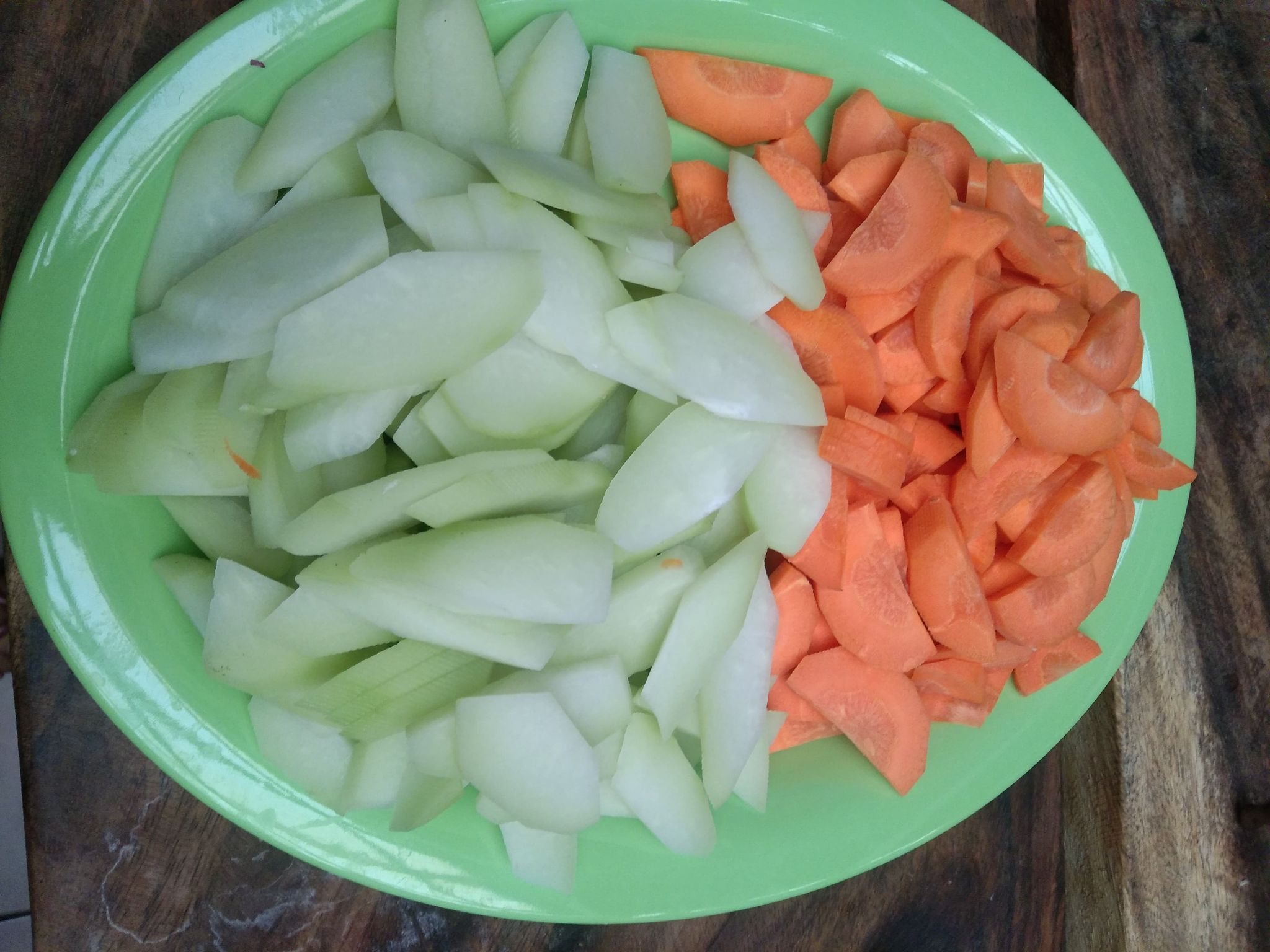 Slices of sayote and carrots